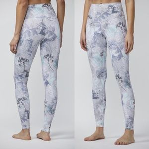 NWT DYI Signature Printed Legging in X-ray Floral
